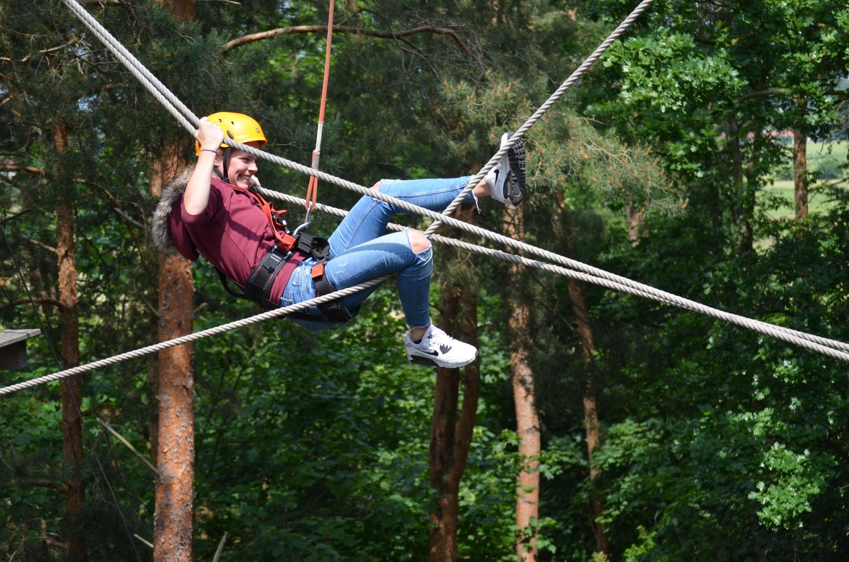 Willkommen schnurstracks Kletterparks Teambuilding Outdoor-Aktionen
