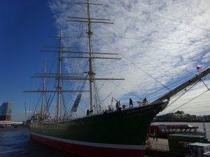 Klettern auf der RICKMER RICKMERS im Hamburger Hafen