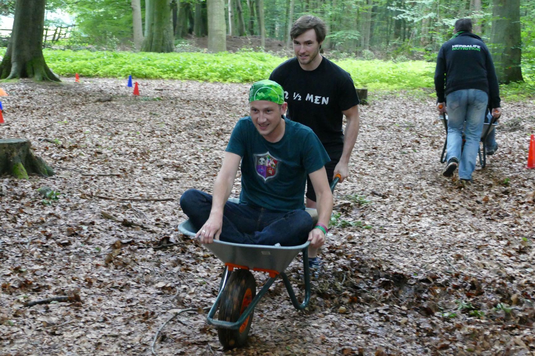 Outdoor-Challenge Sachsenwald Jungesellenabschied Kletterpark Schubkarrenrennen